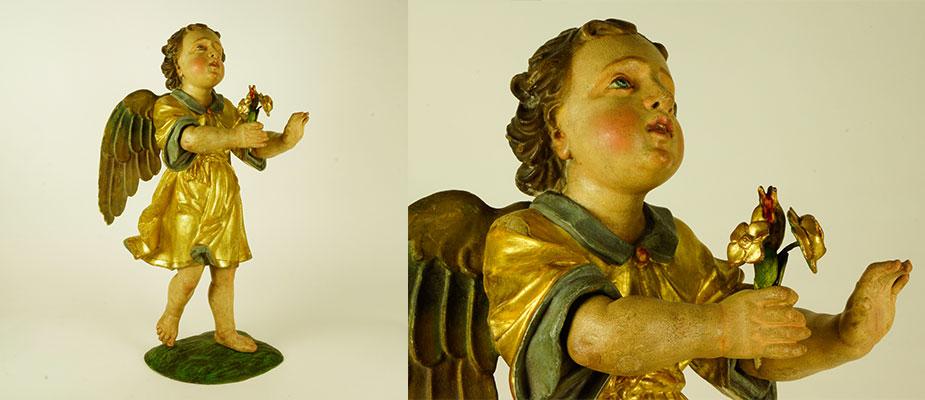Schreitender Engel, einen Rosenstrauß überbringend. Originale Vergoldung, Lüsterfassung und Farbfassung. Vollplastisch geschnitzt. Der Körper aus Linden-, die Standfläche aus Kirschbaumholz. Maße: H 60 x B x 31 x T 22 cm Oberbayern um 1680