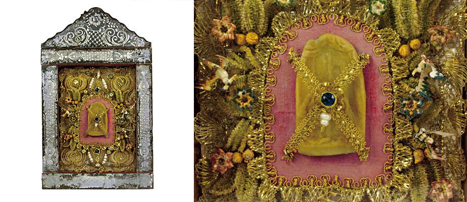 Im Zentrum Nepomukzunge in Wachs. Auf der Vorderseite die Beichtszene, auf der Rückseite die Marterwunde. Golddrahtarbeiten, Perlen und Stoff. Der Rahmen verspiegelt und geschliffen, rückseitig originales Papier. Maße: H 35 x B 28 x T 4 cm Bayern um 1780